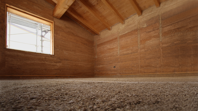 L'interno di una casa in canapa prima delle finiture